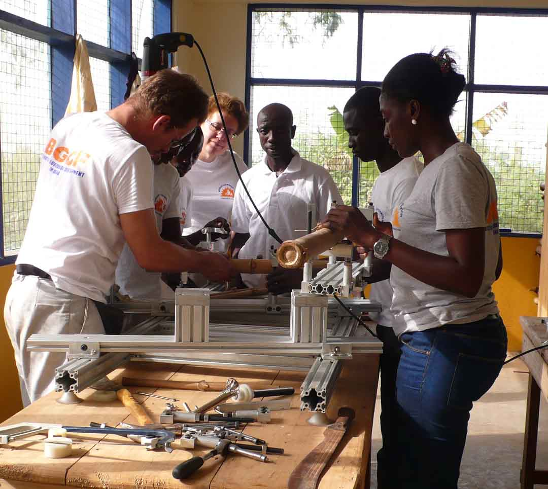 SGP Ghana- making bamboo bike for web